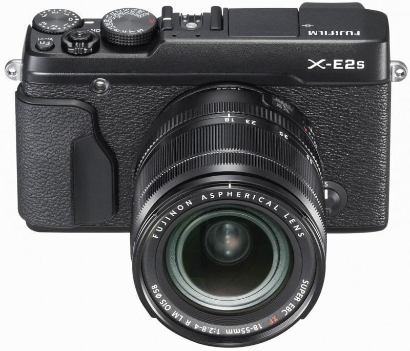 Fuji X-E2s, Frontansicht mit Zoom XF18-55mm, schwarze Ausführung