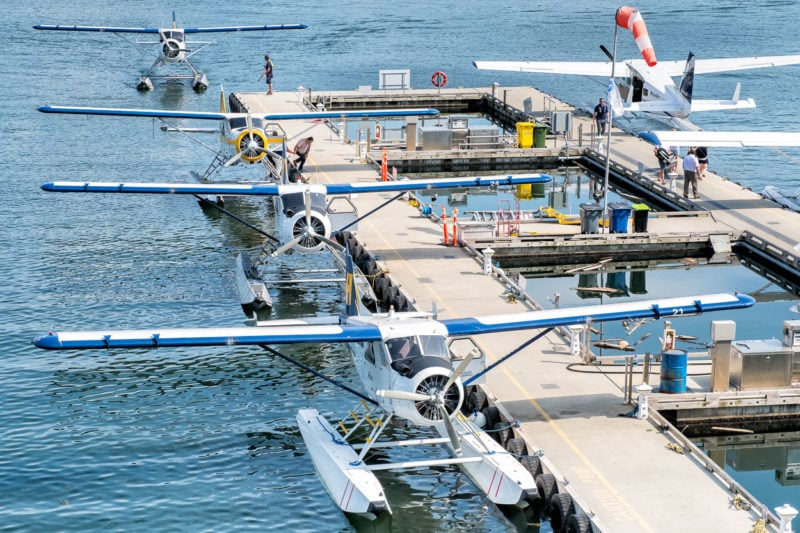 In Vancouver - Vancouver Harbour Flight Centre, westlich vom Canada Place - 4 DHC-2 Beaver