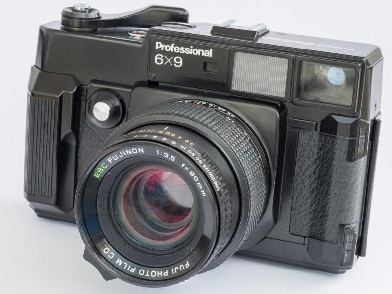 Fujica GW690 – auch «Texas-Leica» genannt. Ab 1978 gebaut, mit EBC Fujinon 3.5/90 mm