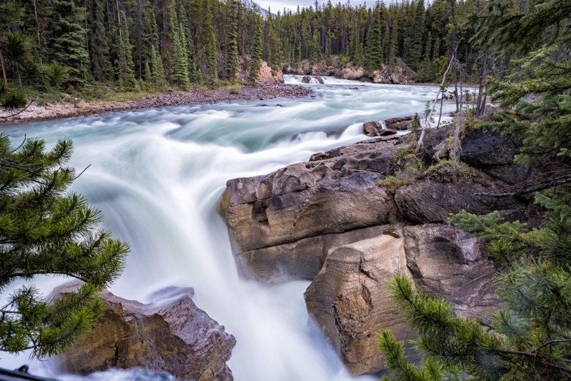 Lower Sunwapta Falls am Sunwapta River, Jasper Nationalpark, Alberta, Canada – mit Lee Big Stopper