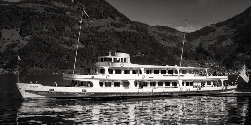 Motorschiff «Schwyz»: Das schönste Schiff auf dem Vierwäldstättersee: Mit Gersau im Hintergrund.