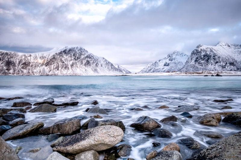 Am Strand von Flakstad, Lofoten, Norwegen