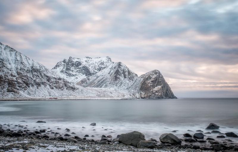 Am Unstad Strand, Lofoten, Norwegen. Copyright © 2018 Walter Waldis