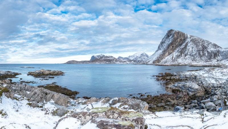 Bucht bei Leknes, mit Offerseykammen im Hintergrund, Lofoten, Norwegen. Copyright © 2018 Walter Waldis