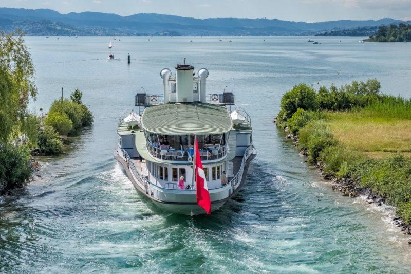 DS «Stadt Zürich» verlässt den Durchstich Richtung Pfäffikon.