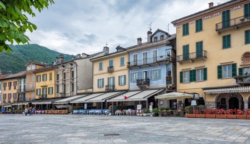 Cannobio, Häuserzeile an der «Piazza Vittorio Emanuelle III».