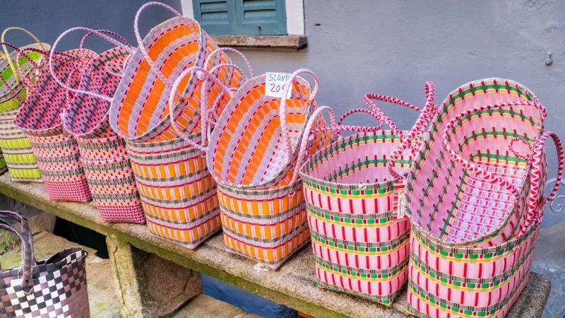 Cannobio, Handwerkskunst zum Verkauf.