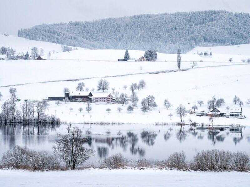 Kalt und bedeckt: Winter am Hüttnersee bei 2 °C.