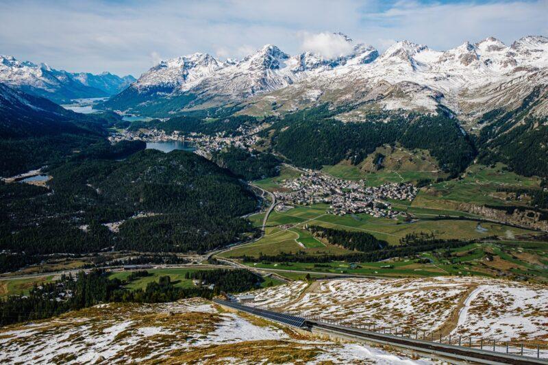 Blick von Muottas-Muragl auf das Oberengadin.